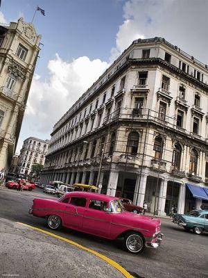 Cuba_Havana_PinkVert.jpg