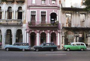 Cuba_Havana_threewagons.jpg